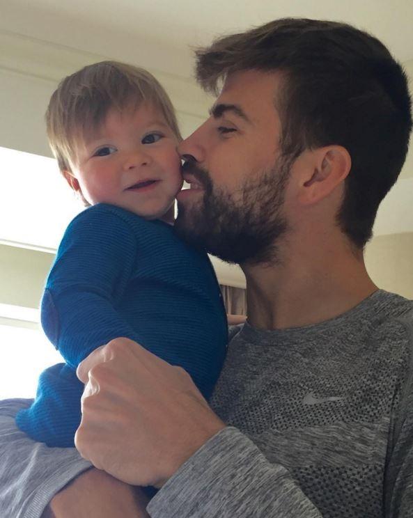 Gerard Piqué e o filho, Sacha (Foto: Instagram / Reprodução)