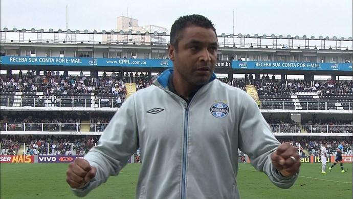 Roger comemoração gol Grêmio Santos (Foto: Reprodução/RBS TV)