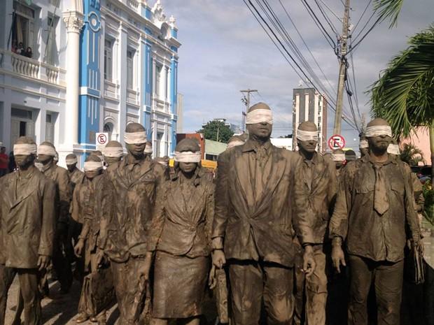 Cegos em passagem pela Prefeitura de Natal nesta segunda-feira (Foto: Divulgação/Sesc-RN)