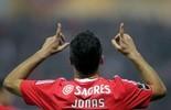 Jonas faz 2, Mitroglou marca 3, e Benfica passa fim de semana na ponta (Reuters)