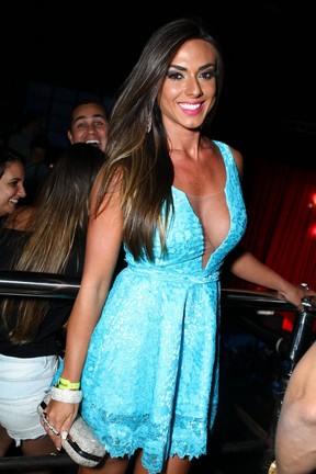 Nicole Bahls em show no Rio (Foto: Raphael Mesquita/ Foto Rio News)