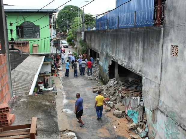 Dez casas foram invadidas pela água da chuva no início da tarde no bairro Japiim, Zona Sul de Manaus (Foto: Tiago Melo/G1 AM)
