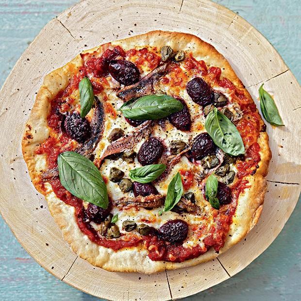Pizza crocante de mozarela e anchova (Foto: StockFood / Gallo Images Pty Ltd.)