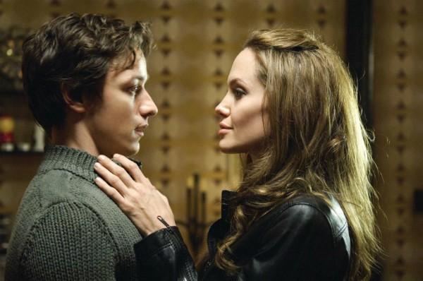 Angelina Jolie e James McAvoy se beijaram em 'O Procurado' (2008) (Foto: Divulgação)