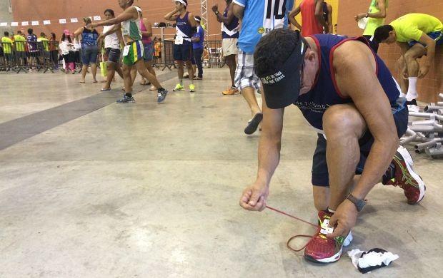 Atletas chegam cedo no local da competição (Foto: Katiúscia Monteiro/ Rede Amazônica)