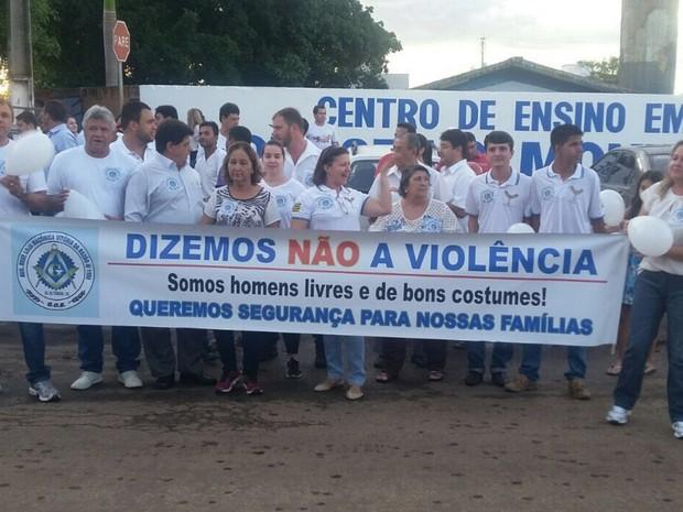 Moradores de Itaberaí protestam pedindo por mais segurança na cidade Goiás (Foto: Renato Siqueira/Arquivo pessoal)
