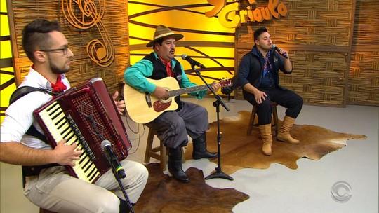 Gaúcho da Fronteira comemora 70 anos no 'Galpão Crioulo' com Paloma & Miqüí e Tibúrcio da Estância; reveja