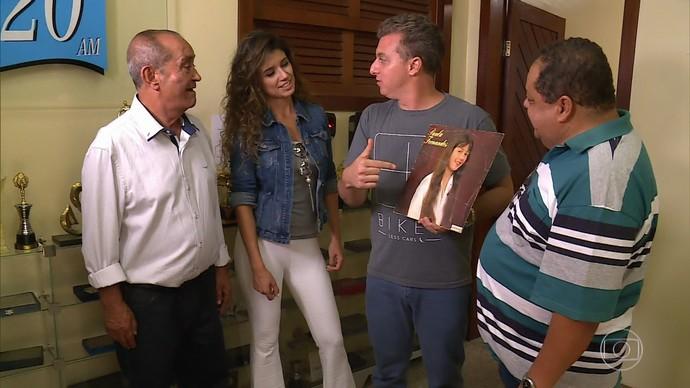 Paula Fernandes é convidada do Vou de Taxi VIP (Foto: TV Globo)