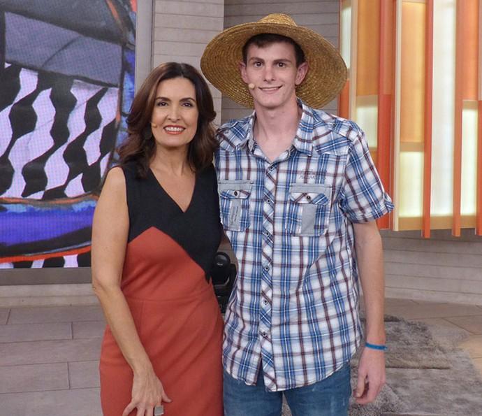 Fátima e o jovem Marcos Mazzarollo (Foto: Vinícius Cunha/Gshow)