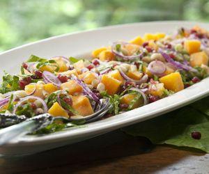 Salada de couve crua com abóbora e molho agridoce