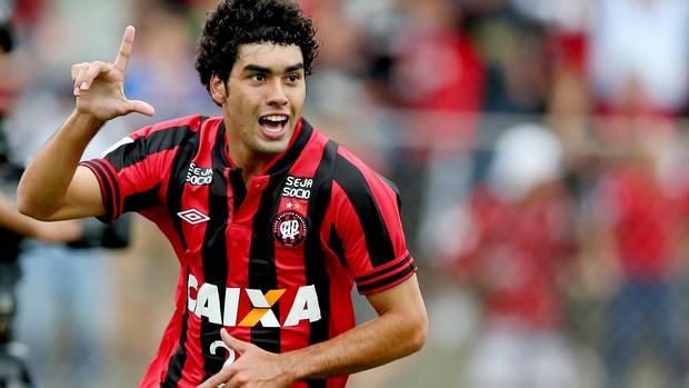 Bruno Mendes gol jogo Atlético-PR e Universitario-PER (Foto: AFP)