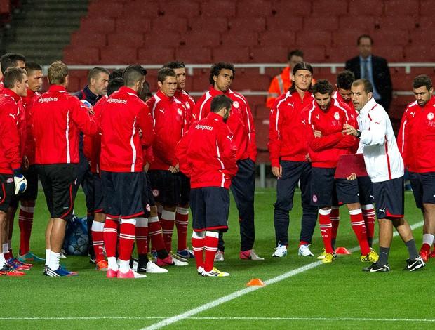 Treino do Olympiakos Champions League (Foto: Agência AP)