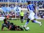 Everton sente lesão na coxa esquerda e pode ser dúvida para jogo com CSA