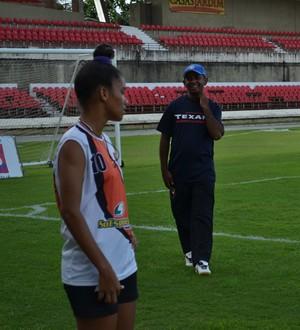 Ademilson Casimiro e Ingryd, do União Desportiva de Alagoas (Foto: Jota Rufino/GloboEsporte.com)