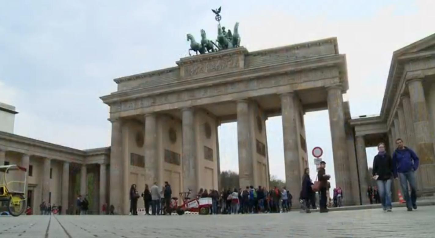 Portão de Brandemburgo - Alemanhã (Foto: Reprodução / TV Tribuna)