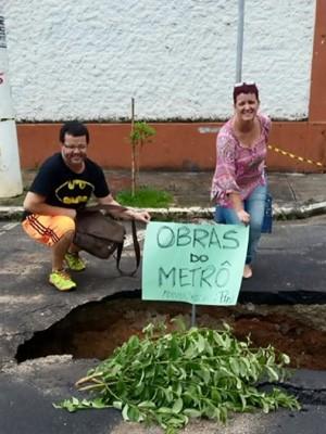 Primeira foto em buraco de Pouso Alegre viralizou nas redes sociais (Foto: Reprodução EPTV')