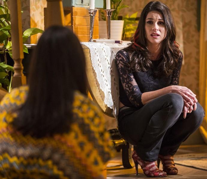 Shirlei fica preocupada com o estado de Carmela (Foto: Inácio Moraes/Gshow)