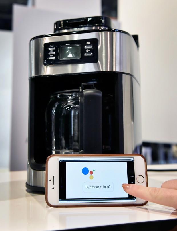 O Gourmia Barista Butler se conecta com o Google Home e a Amazon Alexa e prepara café a um comando de voz  (Foto: David Becker/Getty Images)