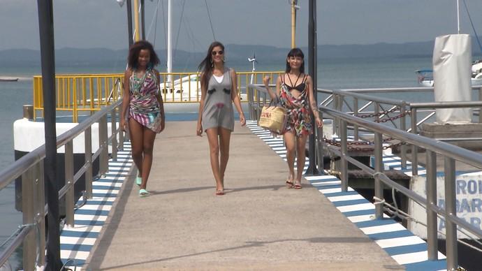 Modelos desfilam os looks balneários escolhidos (Foto: TV Bahia)