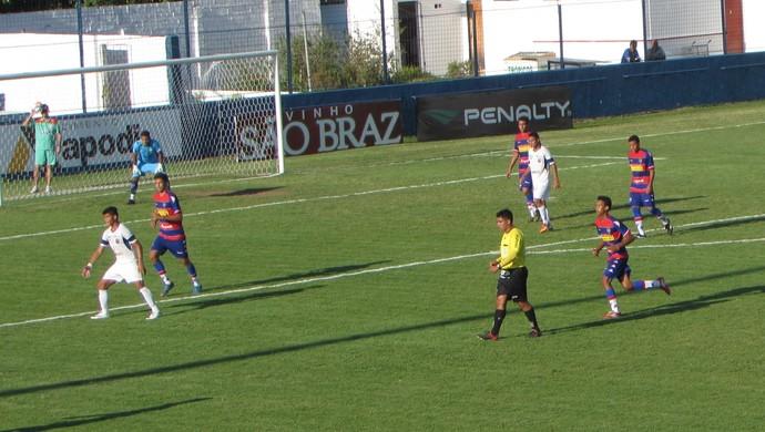 Fortaleza x Tiradentes Taça Fares Lopes Alcides Santos (Foto: Roberto Leite)