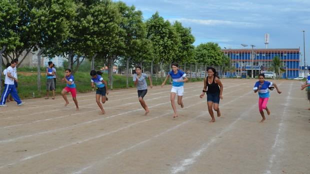 Atletismo é estimulado entre crianças de Ariquemes (Foto: Eliete Marques)