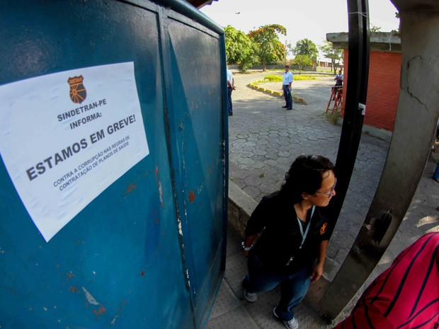 Greve no Detran-PE começou nesta quinta-feira (11) (Foto: Marlon Costa/Pernambuco Press)