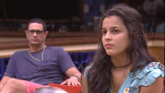 Emilly está sem paciência para Marcos: 'Você está muito chato'