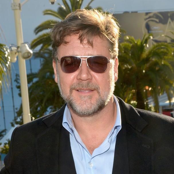 Em 2005, o ator Russell Crowe foi acusado de agressão após, frustrado por não conseguir realizar ligações, arremessar o telefone do seu quarto em um funcionário da recepção do hotel em que estava, em Nova York (Foto: Getty Images)