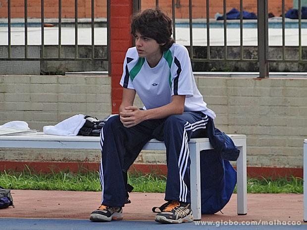 Vitor fica arrasado com a notícia (Foto: Malhação / TV Globo)