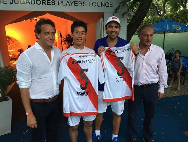 BLOG: Após se declarar torcedor, Nishikori ganha camisa do River Plate na Argentina