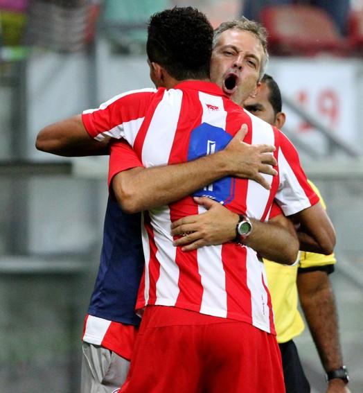 aquele abraço (Aldo Carneiro / Pernambuco Press)
