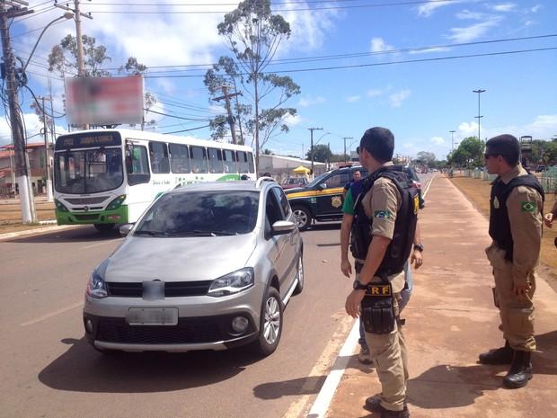 Operação ocorre em rodovias estaduais e federais do Amapá rodovida operação prf acidentes estradas fim de ano (Foto: Jéssica Alves/G1)