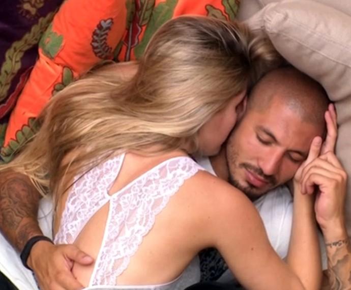 ALine e Fernando trocaram juras de amor no BBB (Foto: Gshow)