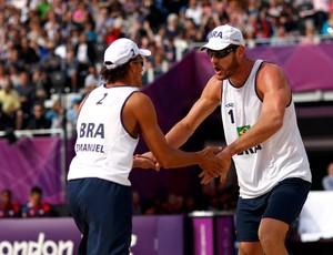 Alison e Emanuel vôlei de praia olimpíadas 2012 (Foto: Reuters)