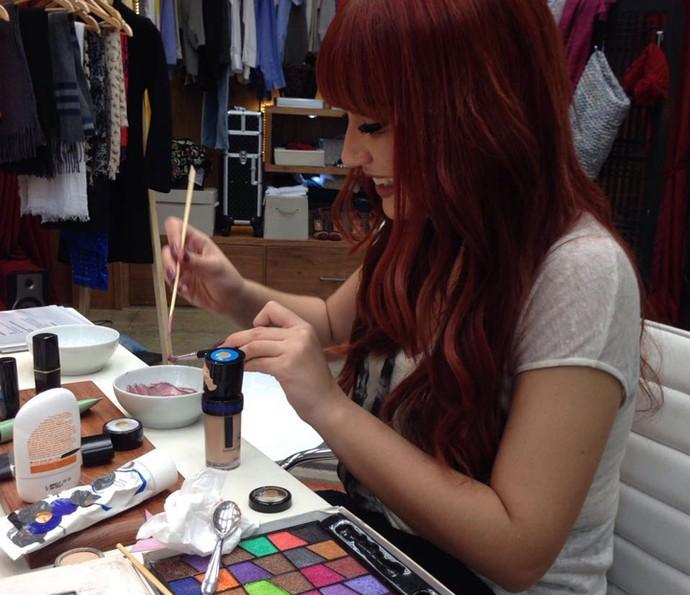 O tom do pigmento é que vai determinar a cor do batom (Foto: Janaína Ornellas/Gshow)