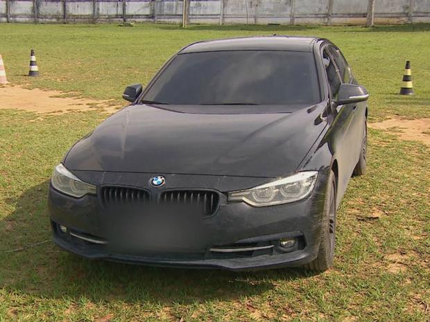 BMW pertencente a médico foi levada à sede da PF (Foto: Reprodução/Rede Amazônica)
