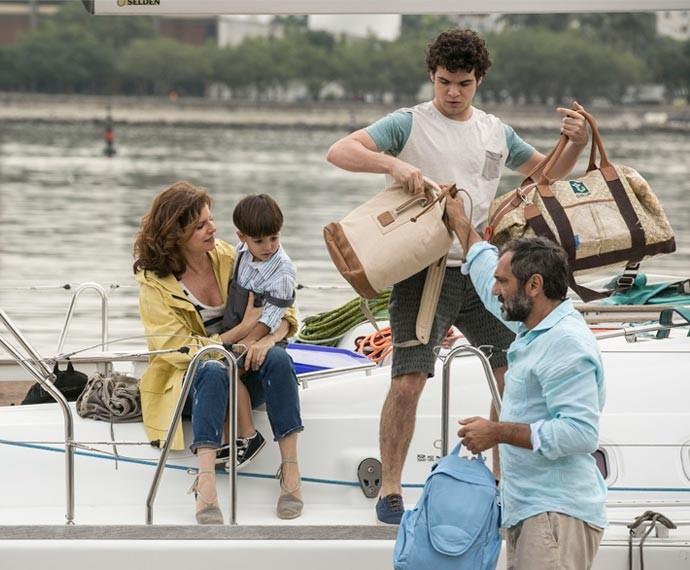 Bernardo ficou encarregado das malas, coitado!  (Foto: Inácio Moraes / Gshow)