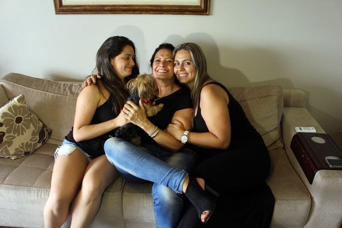 Ieda e as filhas (Foto: Nathália Gomes/Gshow)