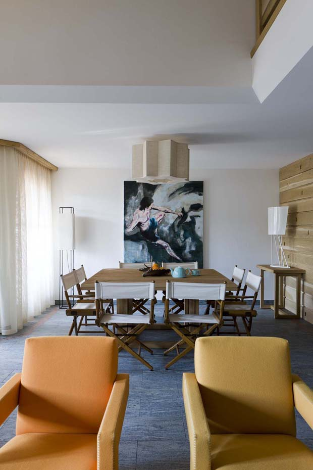Casa rústica nos alpes suíços (Foto: Filippo Bamberghi / divulgação)