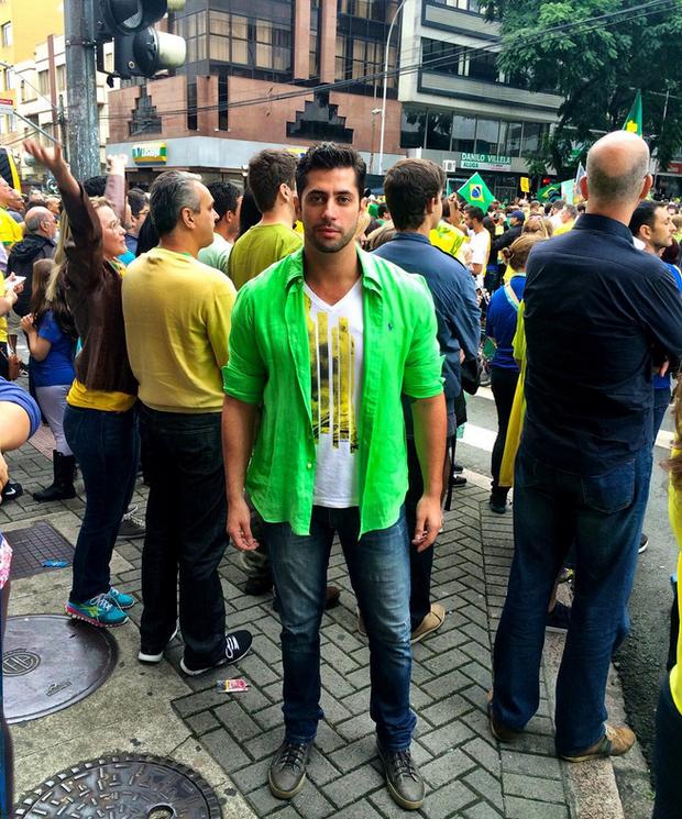 Marcelo Zagonel participa de manifestação (Foto: Reprodução/Instagram)