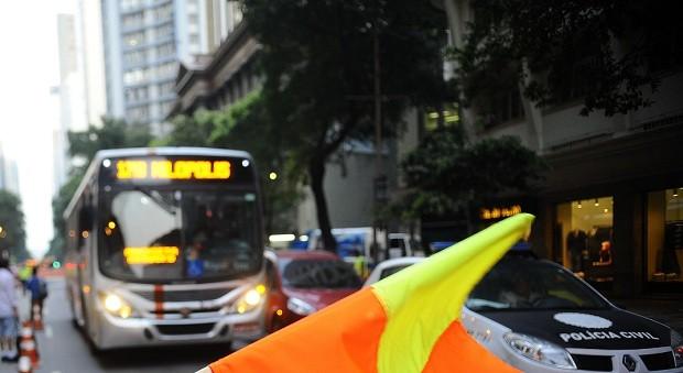 Ônibus Rio de Janeiro (Foto: Fernando Frazão/ Agência Brasil)