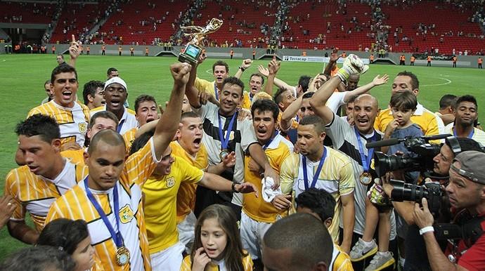 Brasiliense campeão no estádio Mané Garrincha (Foto: Divulgação / Brasiliense)