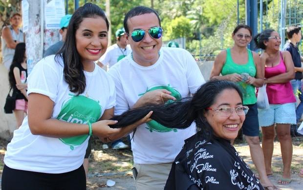 Raimunda de Jesus doou cabelo para projeto social  (Foto: Katiúscia Monteiro/ Rede Amazônica)