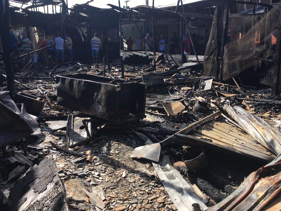 Geladeira pode ter causado incêndio (Foto: Ana Rebeca Passos/Tv Asa Branca )