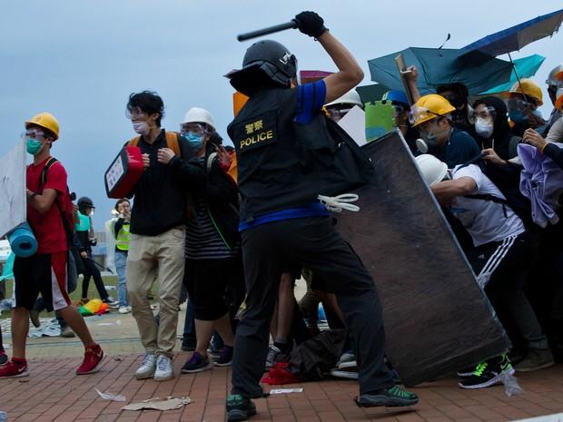 Hong Kong tem confronto entre manifestantes e policiais (Foto: Dale de la Rey/AFP)