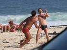 Marcelo Serrado joga futevôlei em praia do Rio