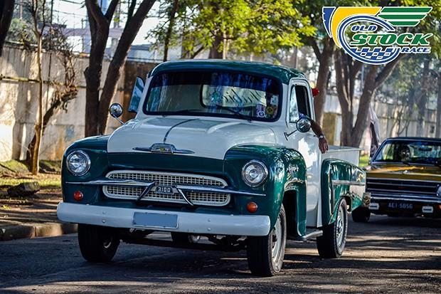 """Pickup clássica no evento, o primeiro utilitário da Chevrolet por aqui: o modelo 3100, chamado de """"Chevrolet Brasil"""" (Foto: Barbara Bonfin/OSR)"""
