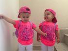 Leandro posta foto das filhas gêmeas vestidas com look igual