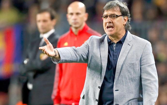 Tata Martino jogo Barcelona contra Milan Liga dos Campeões (Foto: Reuters)
