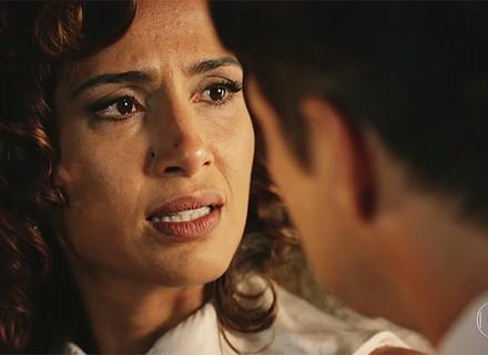 Tereza encurrala Carlos e pede arma do atentado contra Santo